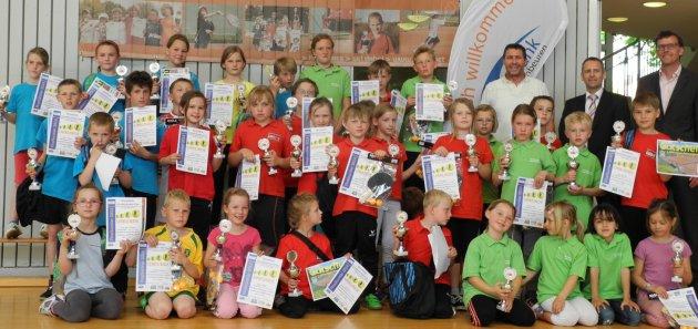 Die Sieger, Zweit- und Drittplatzierten beim Finalturnier des GenoBank-Grundschulen-Cup 2014
