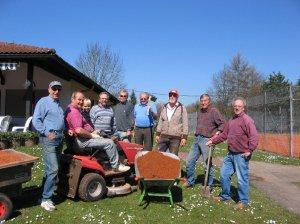 Das Seniorenteam des TCMK bei der Frühjahrsinstandsetzung